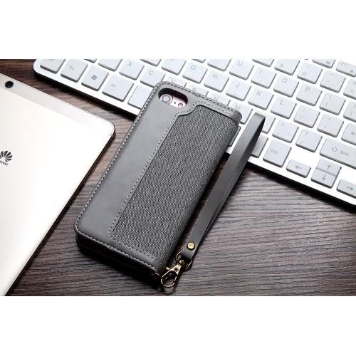 CMAI2 plånboksfodral i denim och konstläder för iPhone 7 och 8. Snyggt fodral i denimmaterial och delikata sömmar som ger en elegant look. Plats för både kort och sedlar och fodralet kan även vikas till ett smidigt ställ. Praktisk handledsrem medföljer också! Passar: iPhone 7 och 8 Färg: Grå produktbild 2